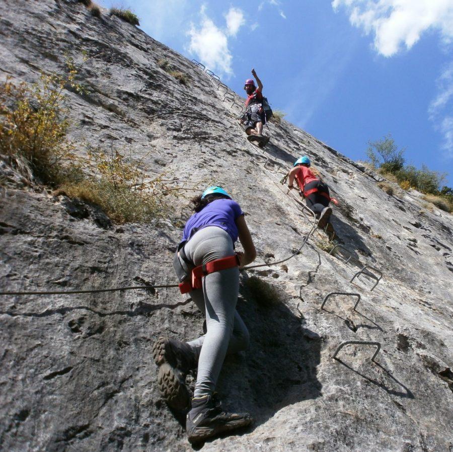 Las mejores vías ferratas con guía de escalada